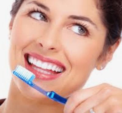 ¿Cómo cepillarse los dientes correctamente? - Clínica dental Dr. Ferrer | Madrid